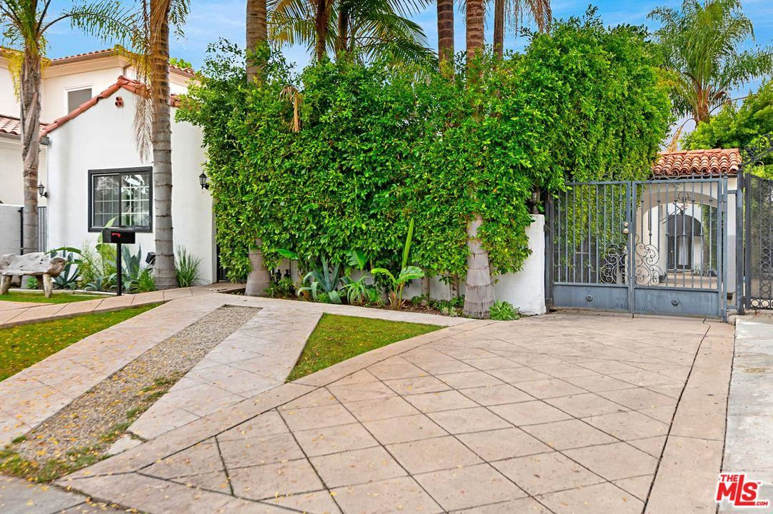 Photo of 333 South CRESCENT Drive, Beverly Hills, CA 90212 (MLS # 19535826)
