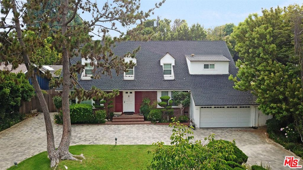 Photo for 135 North CANYON VIEW Drive, Los Angeles , CA 90049 (MLS # 18395834)