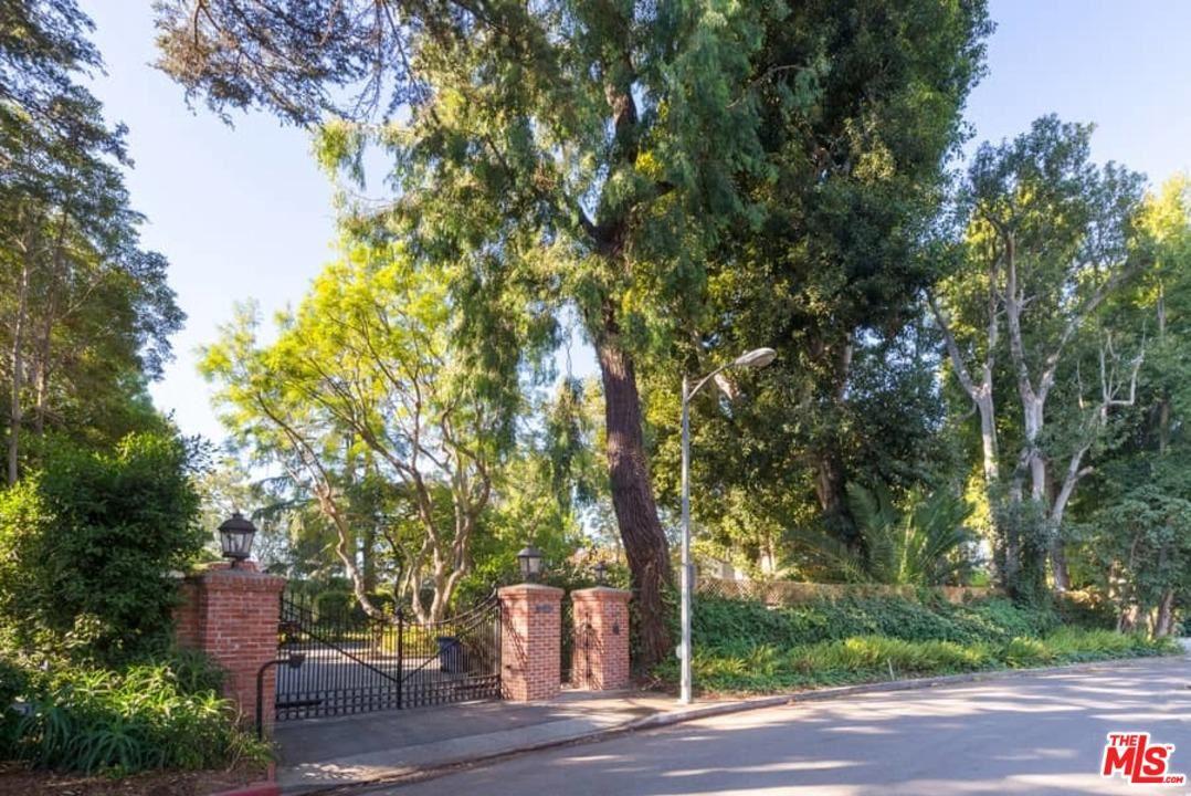 Photo of 808 WOODACRES Road, Santa Monica, CA 90402 (MLS # 20541838)