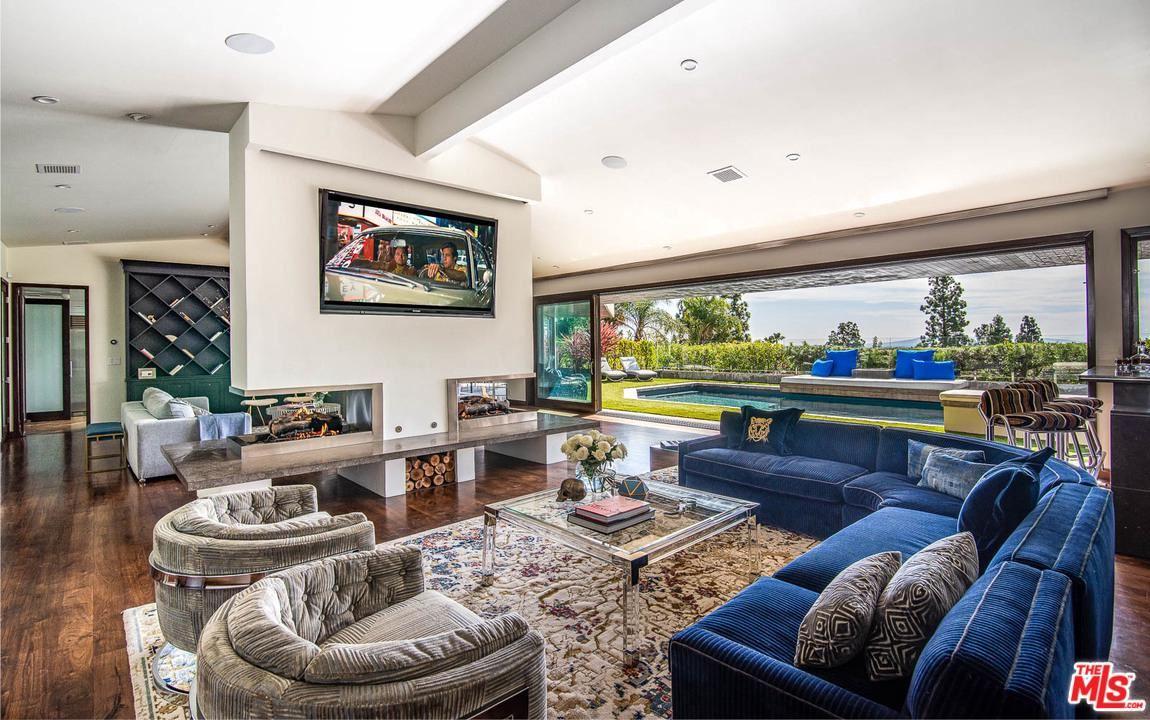 Photo of 1281 LOMA VISTA Drive, Beverly Hills, CA 90210 (MLS # 20549848)