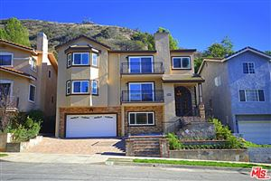 Photo of 515 South VIA MONTANA, Burbank, CA 91501 (MLS # 18404852)