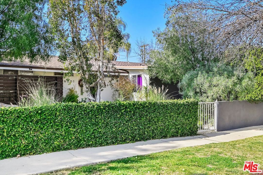 Photo of 6201 OAKDALE Avenue, Woodland Hills, CA 91367 (MLS # 20554852)