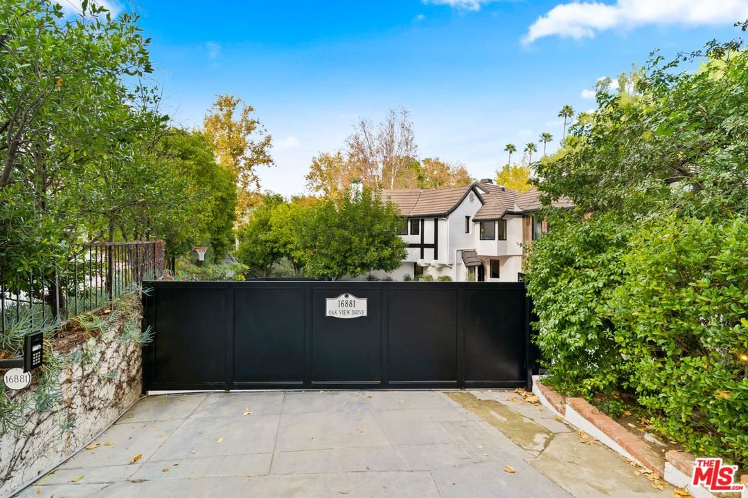 Photo of 16881 OAK VIEW Drive, Encino, CA 91436 (MLS # 20540864)