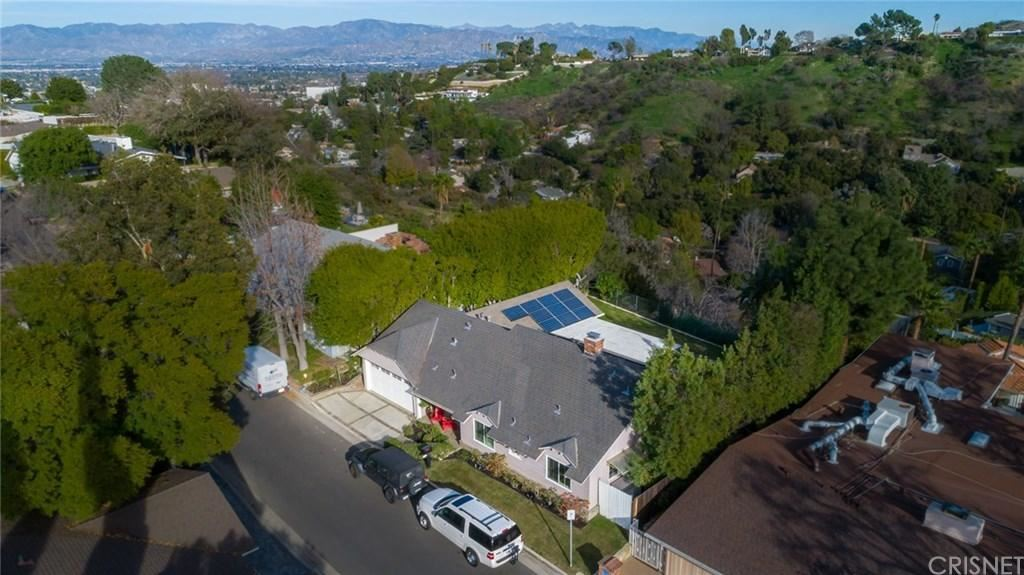 Photo of 15501 BRIARWOOD Drive, Sherman Oaks, CA 91403 (MLS # SR20035888)