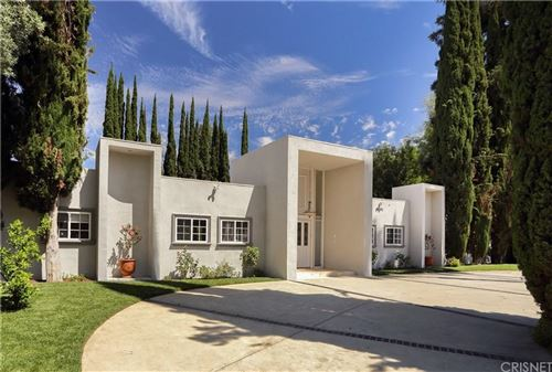 Photo of 5080 ARUNDEL Drive, Woodland Hills, CA 91364 (MLS # SR19278894)