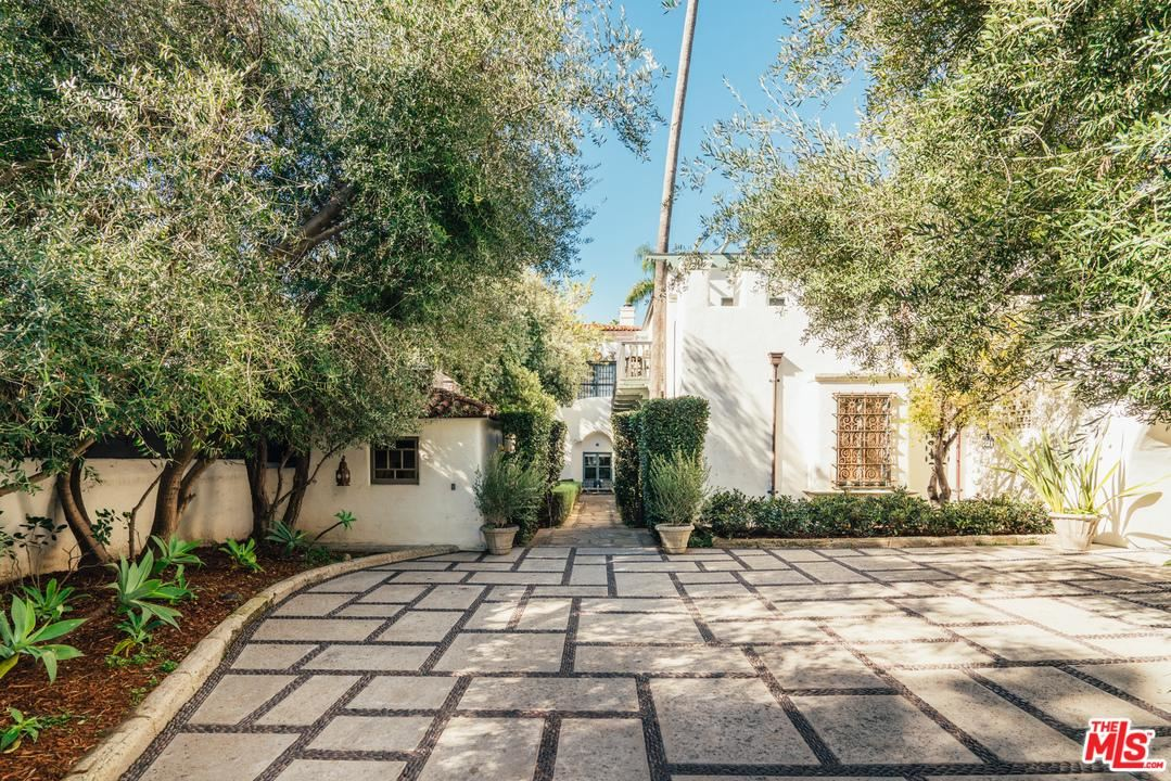 Photo of 911 North BEVERLY Drive, Beverly Hills, CA 90210 (MLS # 20553896)