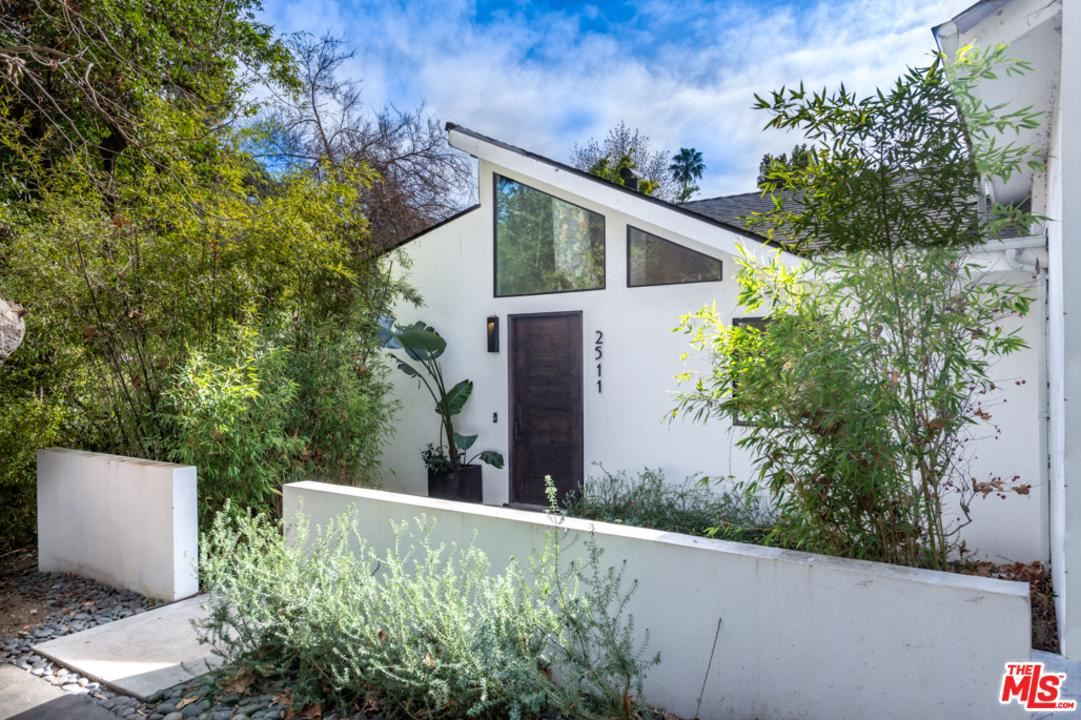 Photo of 2511 BENEDICT CANYON Drive, Beverly Hills, CA 90210 (MLS # 20549908)