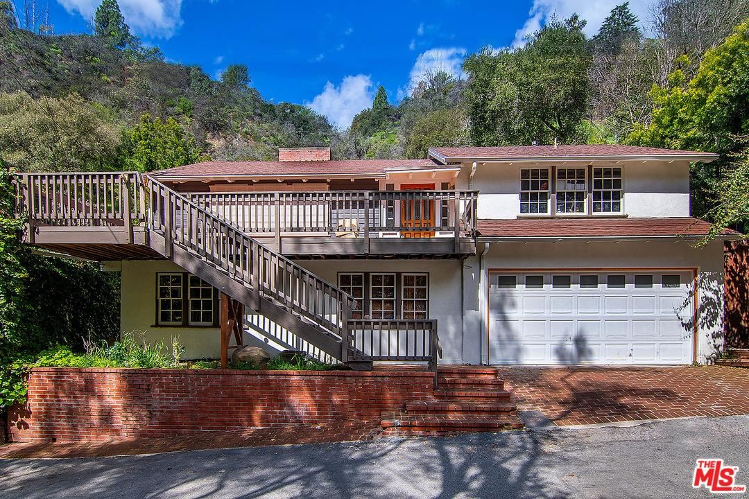 Photo of 9699 YOAKUM Drive, Beverly Hills, CA 90210 (MLS # 19533910)