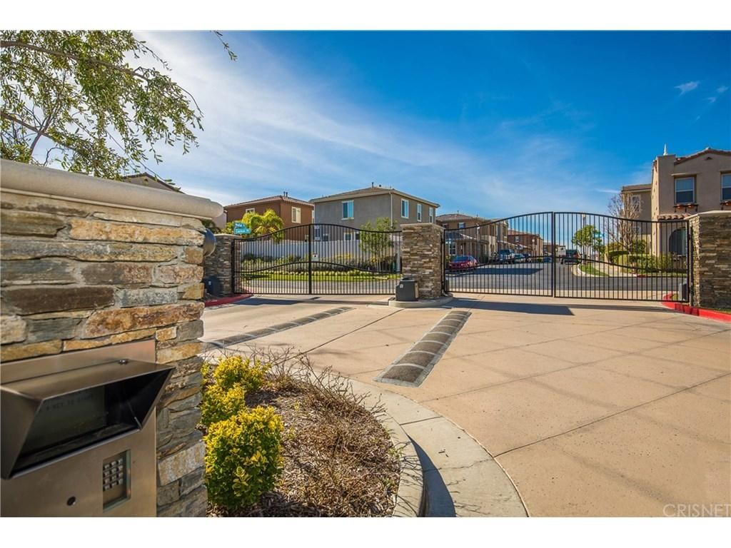 Photo for 26022 MARQUIS Court, Newhall, CA 91350 (MLS # SR18008919)