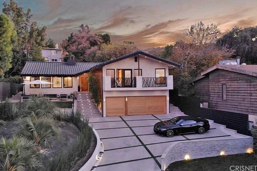 Photo of 22268 CASS Avenue, Woodland Hills, CA 91364 (MLS # SR20034921)