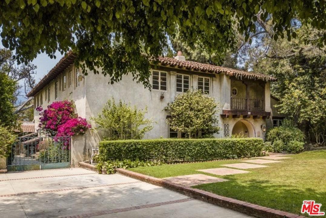 Photo of 211 North VAN NESS Avenue, Los Angeles , CA 90004 (MLS # 20557924)