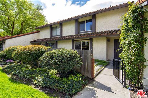 Photo of 27412 RONDELL Street, Agoura Hills, CA 91301 (MLS # 20565928)