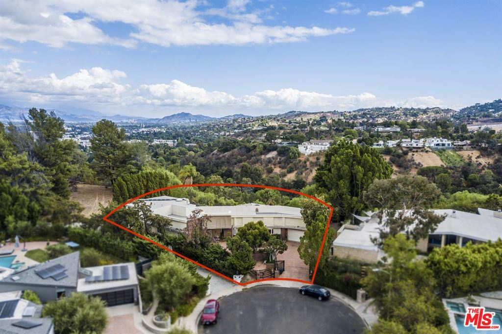 Photo for 16110 MEADOWVIEW Drive, Encino, CA 91436 (MLS # 18395944)