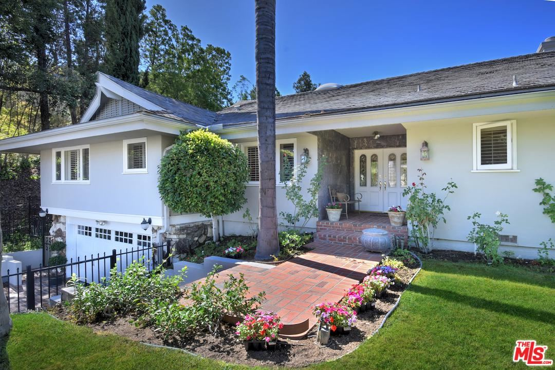 Photo of 4371 CLEAR VALLEY Drive, Encino, CA 91436 (MLS # 19516944)