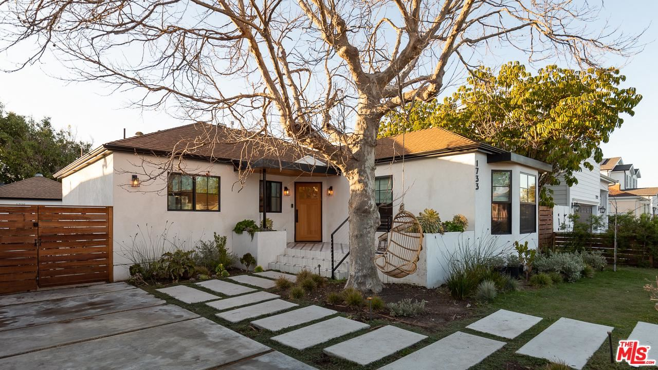 Photo of 1733 South HOLT Avenue, Los Angeles , CA 90035 (MLS # 20555954)