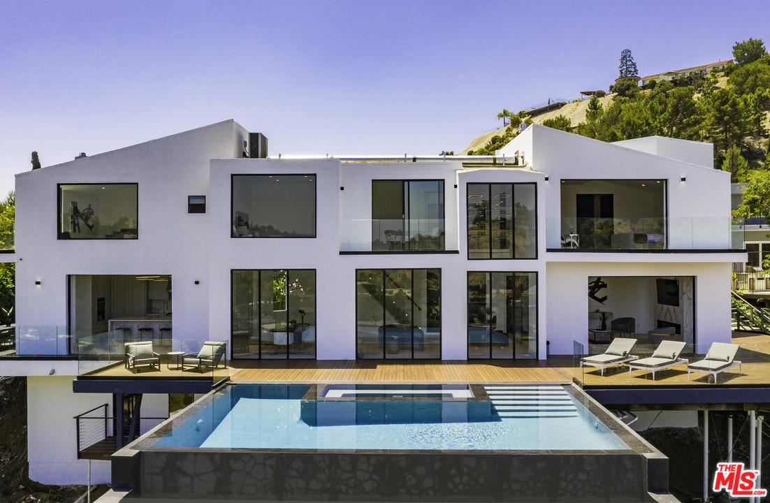 Photo for 7567 HERMES Drive, Los Angeles , CA 90046 (MLS # 19498962)