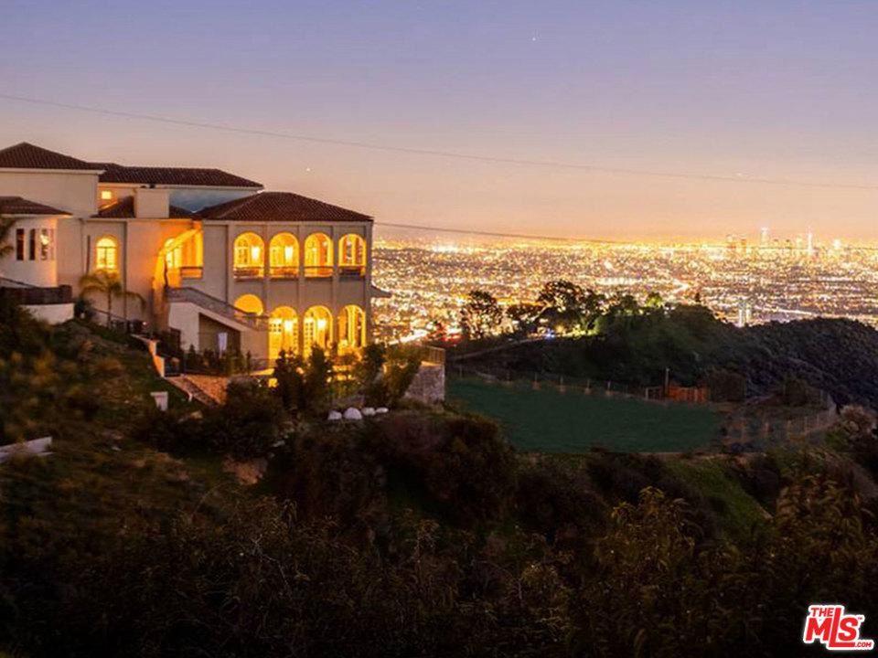 Photo of 2462 SOLAR Drive, Los Angeles , CA 90046 (MLS # 20543966)
