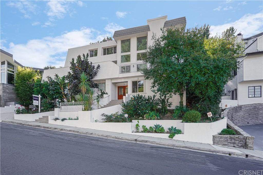 Photo of 3539 ALANA Drive, Sherman Oaks, CA 91403 (MLS # SR20024973)