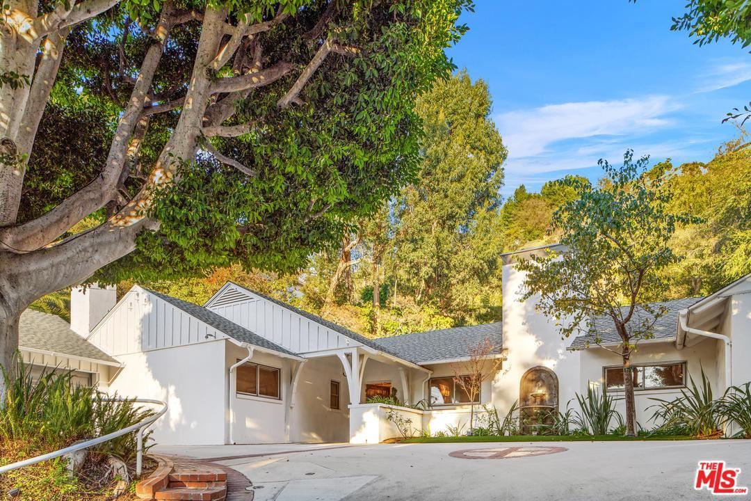 Photo of 9525 DALEGROVE Drive, Beverly Hills, CA 90210 (MLS # 20550984)
