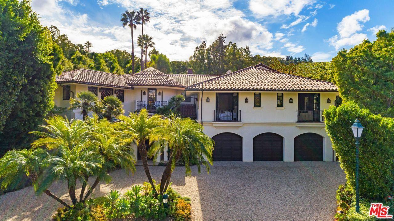 Photo of 14046 AUBREY Road, Beverly Hills, CA 90210 (MLS # 20548992)