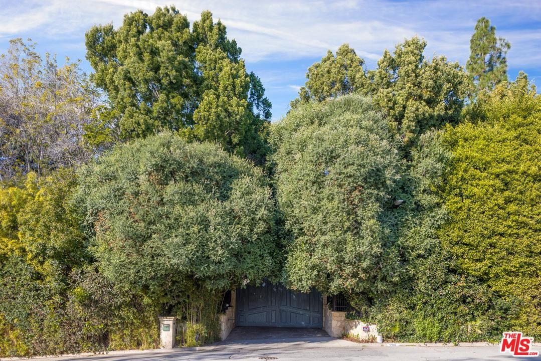 Photo of 9901 COPLEY Drive, Beverly Hills, CA 90210 (MLS # 20540994)