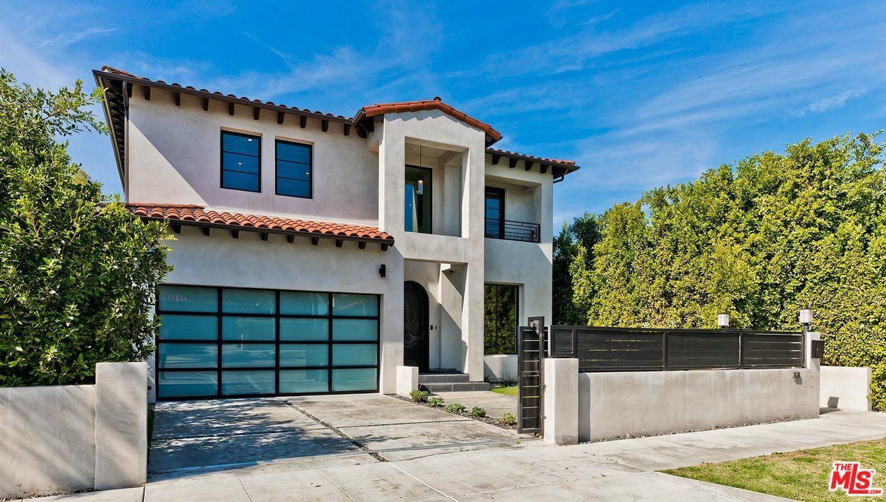 Photo of 321 North LA JOLLA Avenue, Los Angeles , CA 90048 (MLS # 20557994)