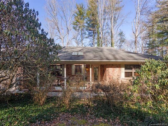Photo of 138 Larchmont Drive, Hendersonville, NC 28791 (MLS # 3585009)