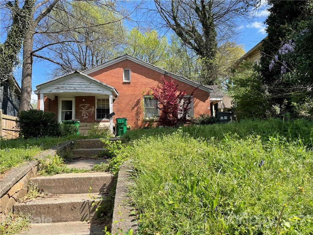 Photo for 2112 Rozzelles Ferry Road, Charlotte, NC 28208-4235 (MLS # 3725073)