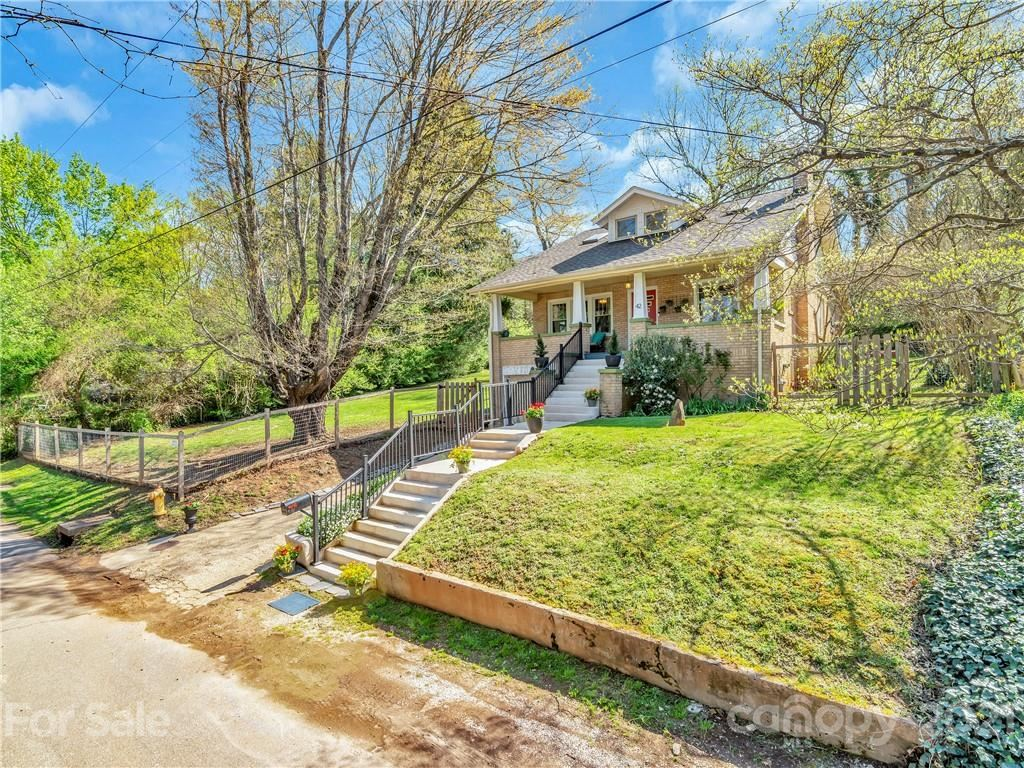 Photo of 42 Crestmont Avenue, Asheville, NC 28806 (MLS # 3729188)