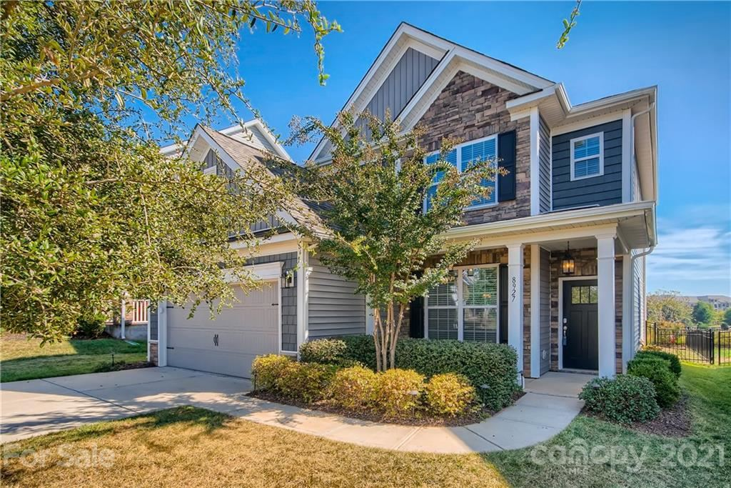 Photo for 8927 Inverness Bay Road, Charlotte, NC 28278-6752 (MLS # 3796206)