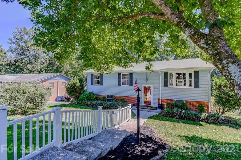 Photo of 1200 Pinebrook Circle, Hendersonville, NC 28739-5146 (MLS # 3789225)