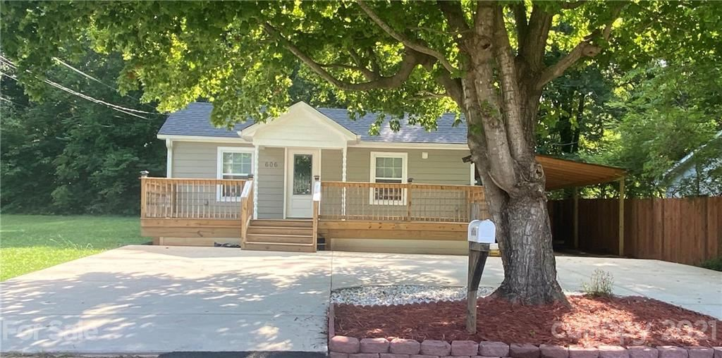 Photo for 606 Edna Graves Way, Cherryville, NC 28021-3355 (MLS # 3768228)