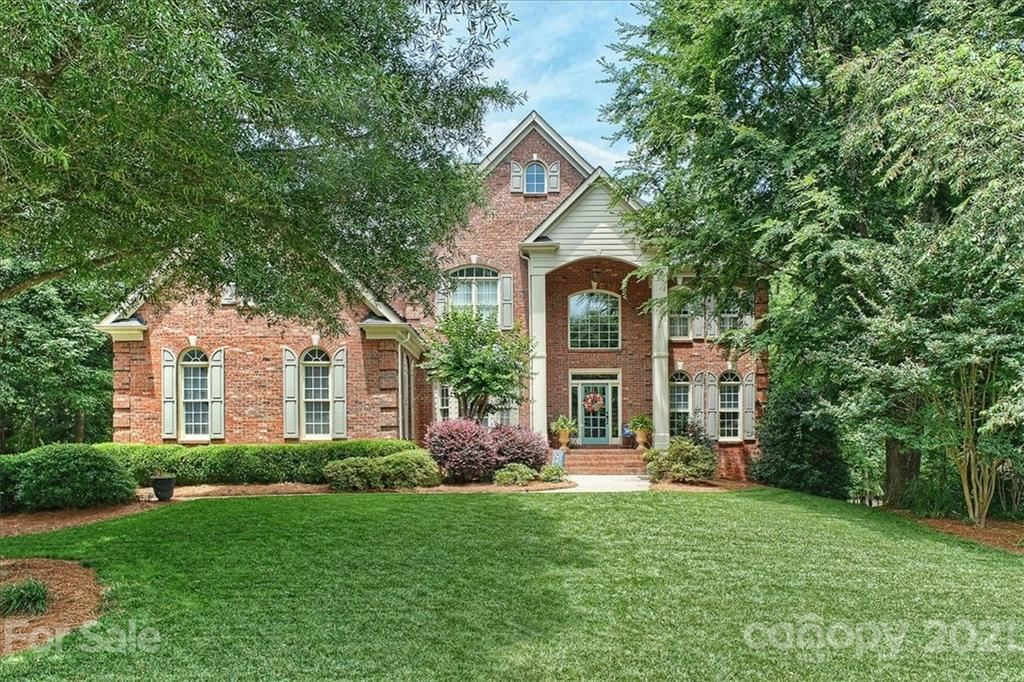 Photo for 12678 Overlook Mountain Drive, Charlotte, NC 28216-6726 (MLS # 3750267)