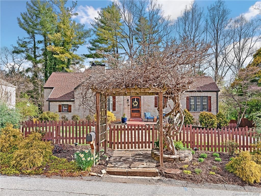 Photo of 4 Waverly Road, Asheville, NC 28803 (MLS # 3605272)