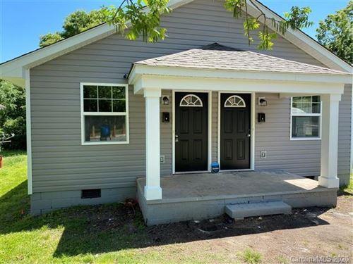 Photo of 728 E Pine Street, Lincolnton, NC 28092 (MLS # 3664291)