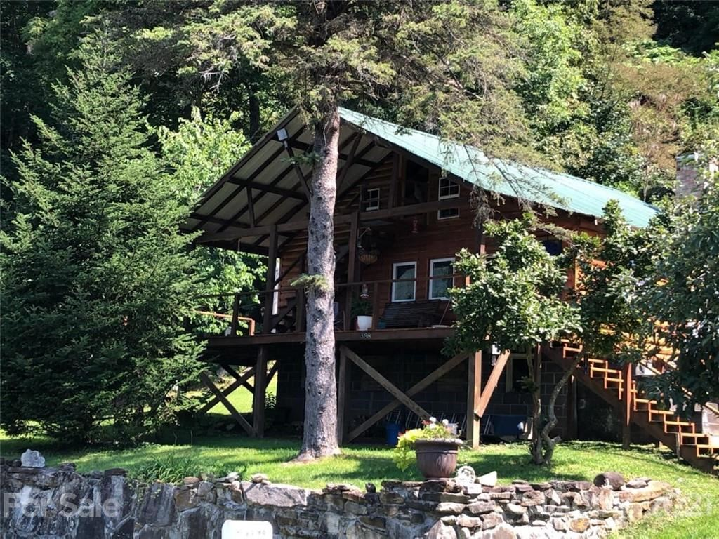 Photo for 3198 Hwy 261 Highway, Bakersville, NC 28705 (MLS # 3660324)