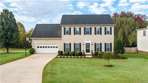 Photo of 1817 Twin Ponds Drive, Hickory, NC 28602 (MLS # 3676327)
