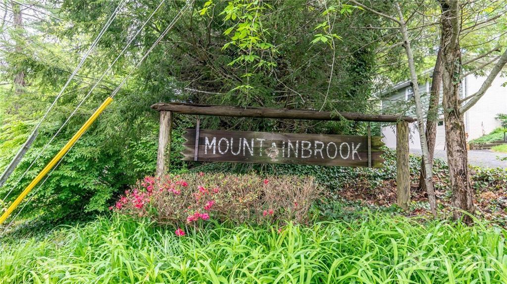 Photo of 10 Mountainbrook Road, Asheville, NC 28805 (MLS # 3734329)
