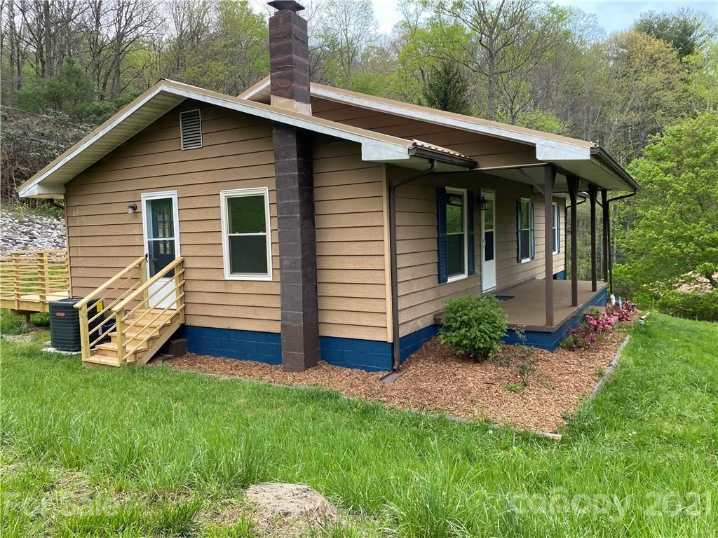 Photo of 668 Valley Road, Spruce Pine, NC 28777 (MLS # 3735348)