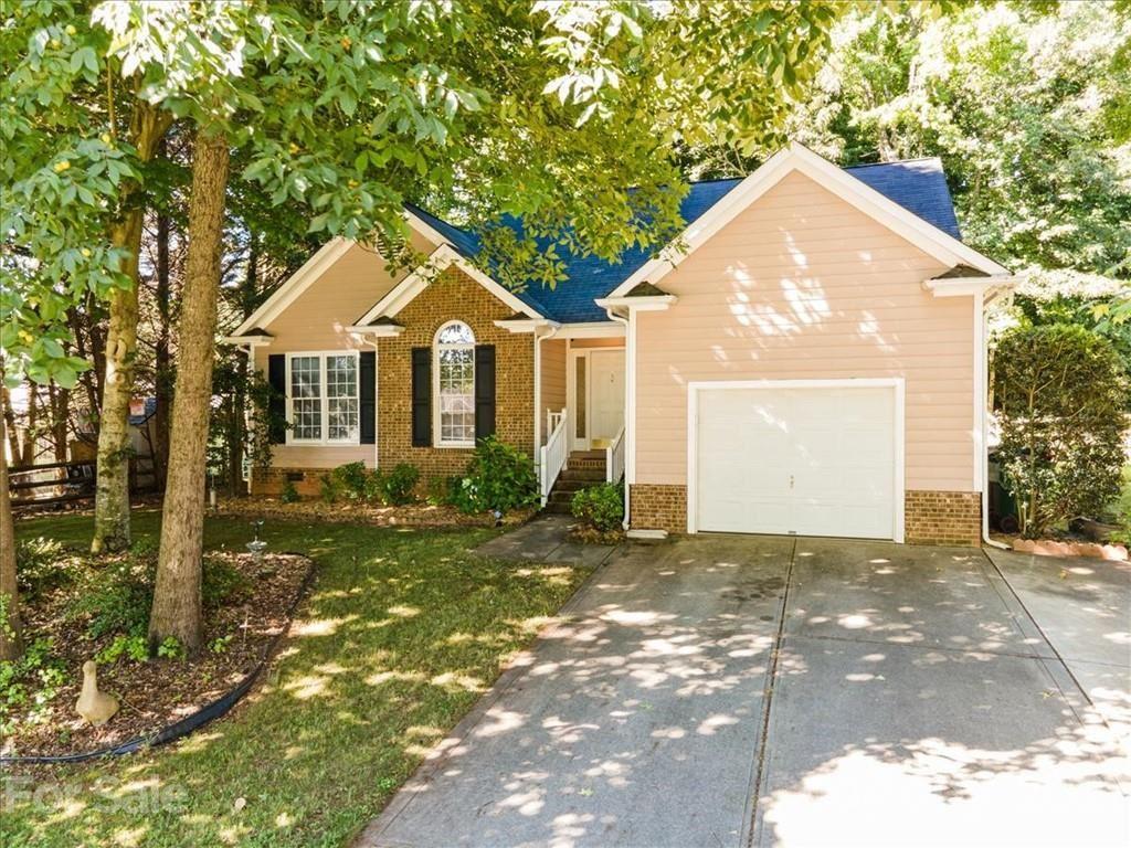 Photo for 4409 Stonefield Drive, Charlotte, NC 28269-1947 (MLS # 3752447)