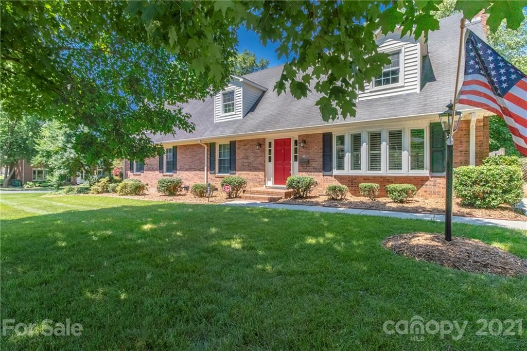 Photo for 6442 Long Meadow Road, Charlotte, NC 28210-4732 (MLS # 3762466)