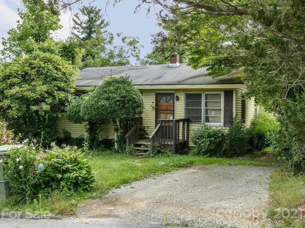 Photo of 708 Prince Drive, Hendersonville, NC 28791 (MLS # 3763481)