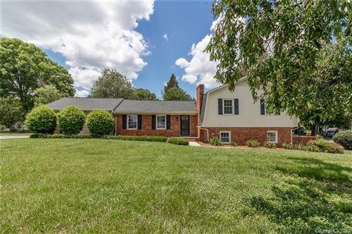 Photo of 204 Greenbriar Road S, Statesville, NC 28625-4718 (MLS # 3627491)
