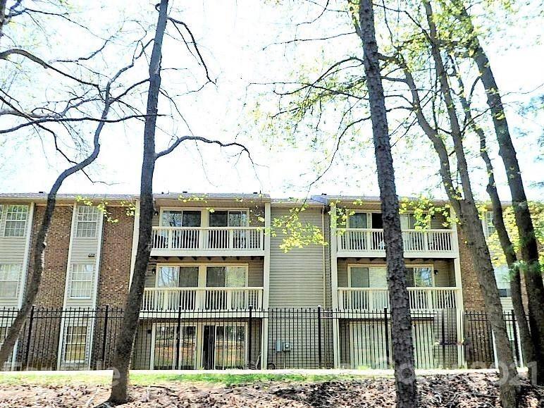 Photo for 1604 Arlyn Circle #L, Charlotte, NC 28213-3683 (MLS # 3752526)