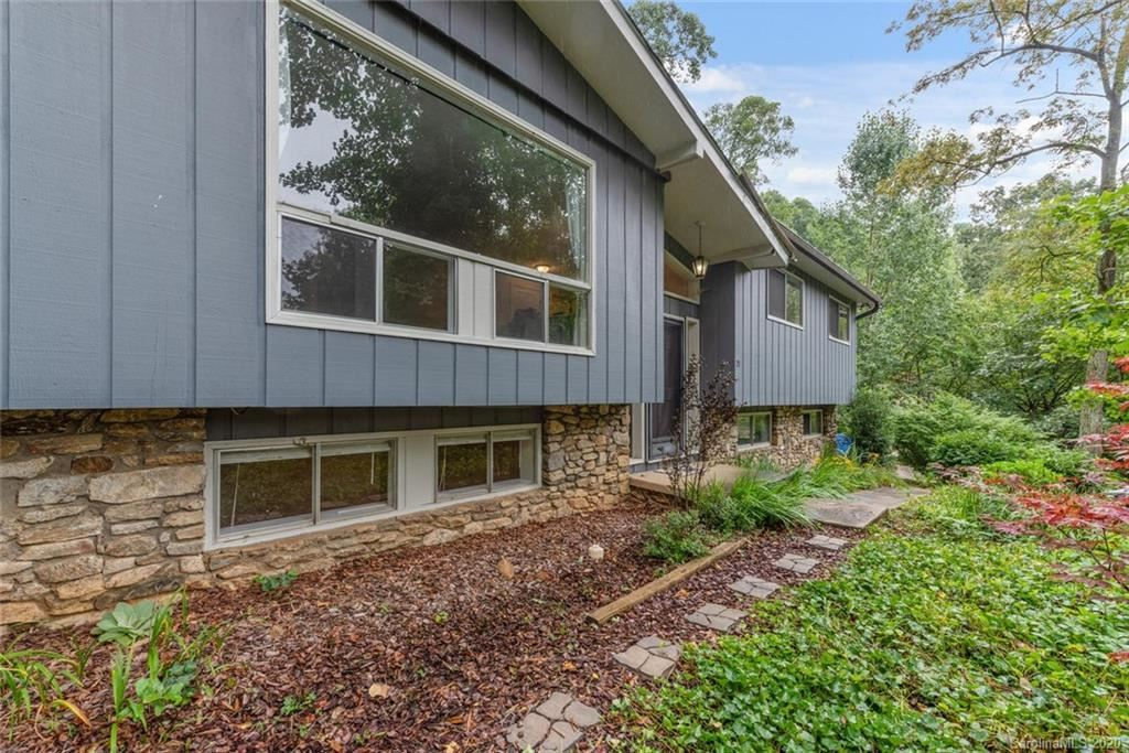 Photo of 21 Parkview Drive, Asheville, NC 28805 (MLS # 3651530)
