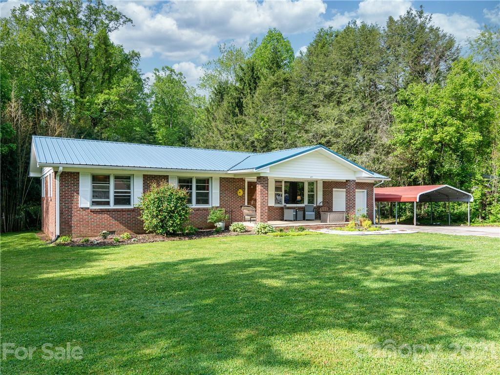 Photo of 425 N Harper Drive, Hendersonville, NC 28791 (MLS # 3737533)