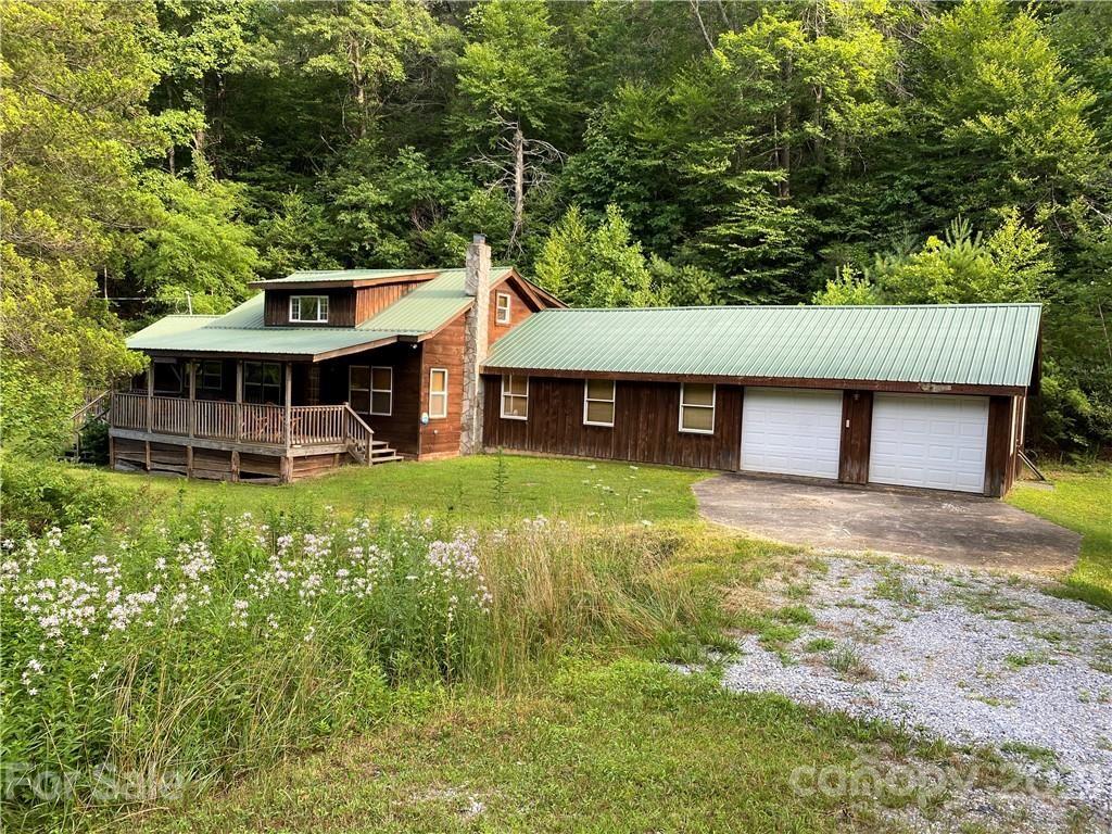 Photo of 514 Crabtree Creek Road, Spruce Pine, NC 28777 (MLS # 3643598)