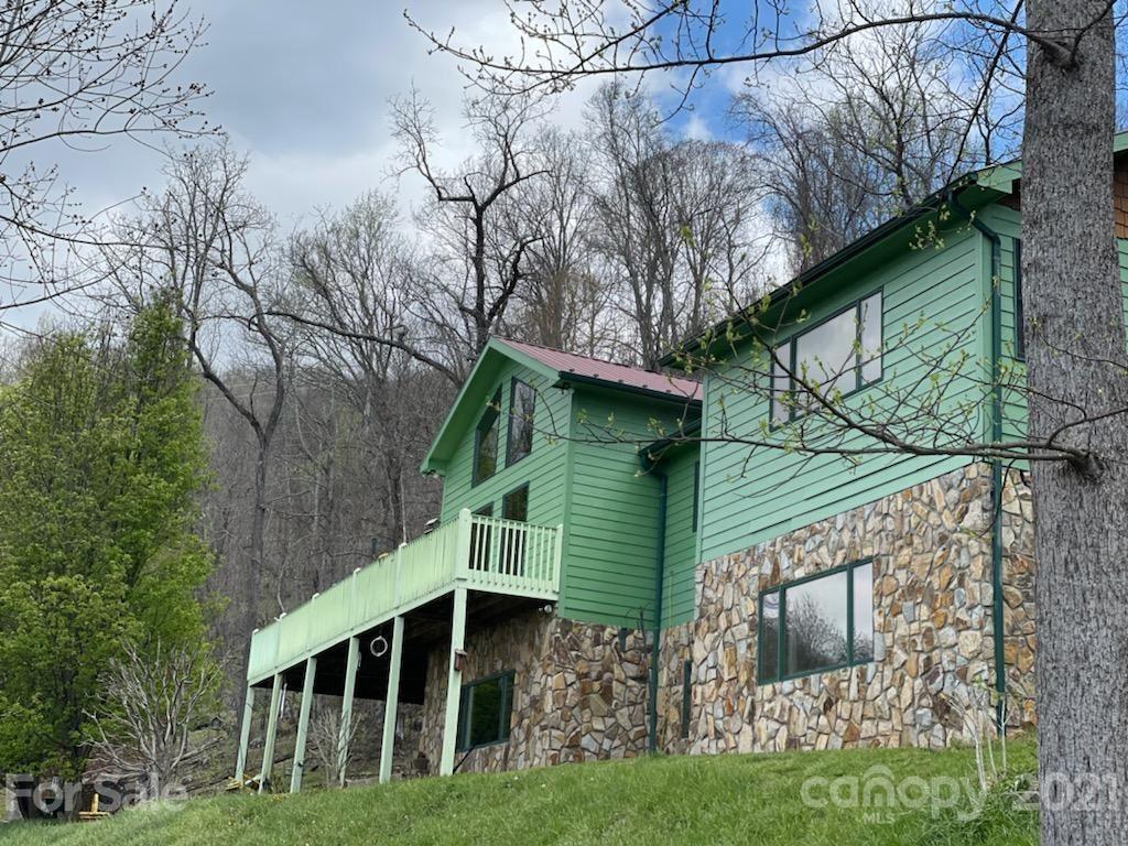 Photo of 196 Red Tail Ridge, Bakersville, NC 28705-6200 (MLS # 3698624)