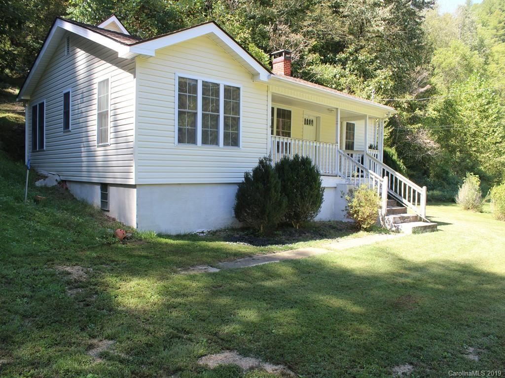 Photo of 865 Pigeon Roost Road, Green Mountain, NC 28740 (MLS # 3553643)