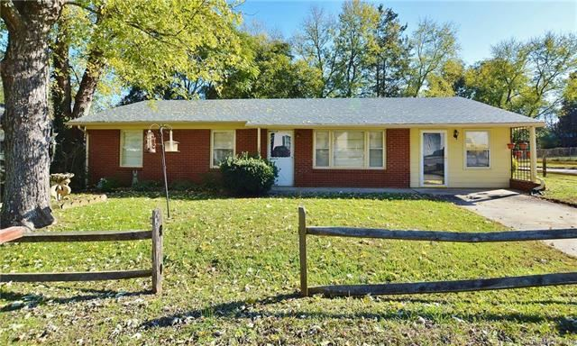 Photo for 213 Oakland Street, Lowell, NC 28098 (MLS # 3572669)